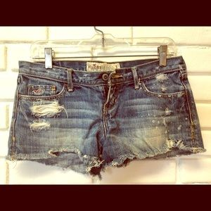 Hollister distresses Daisy Duke shorts